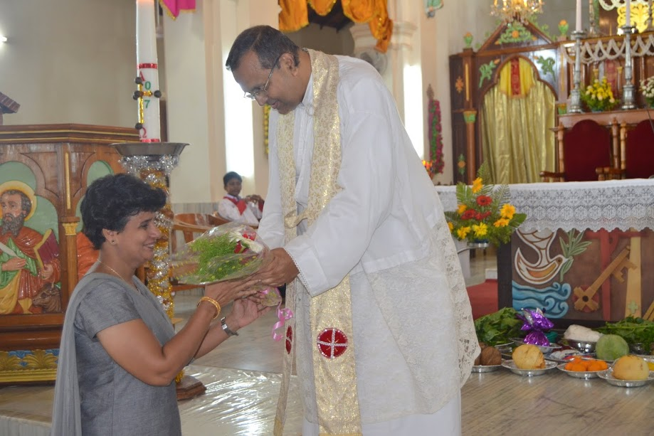 Maria Pais and Mr Wilfred D'Souza of Milagres Cathedral were felicitated