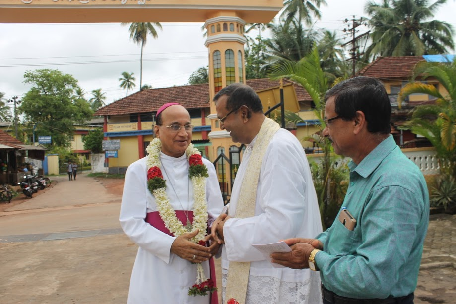 Bishop Gerald Isaac Lobo warmly welcomed on his official pastoral visit to Milagres Cathedral, Kallianpur