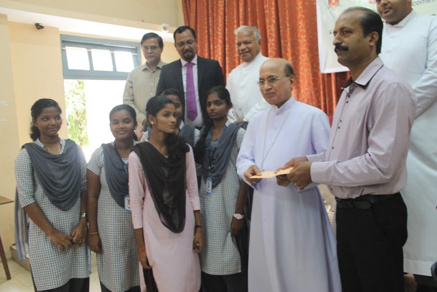 Bahrain Konkans extend financial support to needy students of Milagres College, Kallianpur